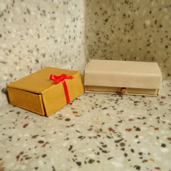 纸板废物利用手工制作漂亮收纳盒的做法教程