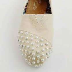 粘贴珍珠改造旧布鞋的简单方法图解