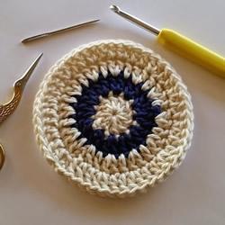 钩针编织冬季圆形杯垫的织法图解教程