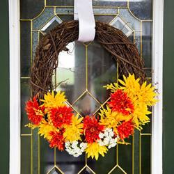 藤条手工制作秋季假花花环的做法教程
