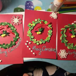 衍纸手工制作圣诞花环贺卡的做法教程
