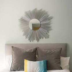 旧的百叶窗废物利用DIY制作床头镜子装饰