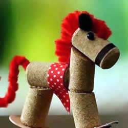 红酒瓶塞手工制作迷你木马玩具的做法教程