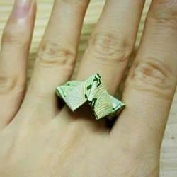 如何用纸币折戒指爱心的方法步骤图解教程