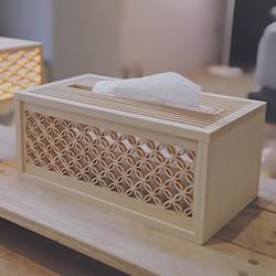 绝美木窗花工艺做成的台灯、纸巾盒作品欣赏