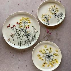 用真实花朵手工制作精美的陶瓷工艺品