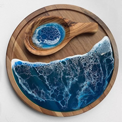 树脂艺术将日常物品变成微型海洋景观