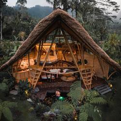 竹子建造3层楼度假小屋,打造隐世避暑秘境