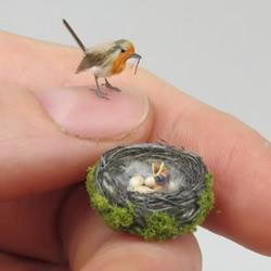 超逼真微型动物雕像,足以放在您的指尖!