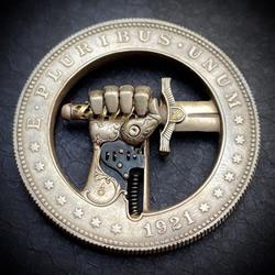 暗藏机关!将美元硬币DIY制作成浮雕雕塑