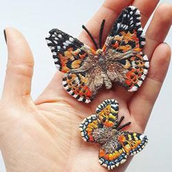 逼真刺绣胸针,看起来像真正的蝴蝶停在身上