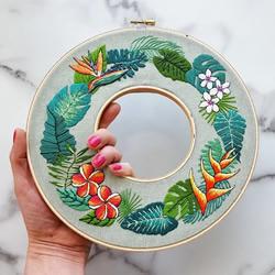 """带有美丽植物插图的""""花环""""刺绣作品欣赏"""