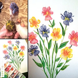 宠物主人用狗的脚爪画出漂亮的花朵画