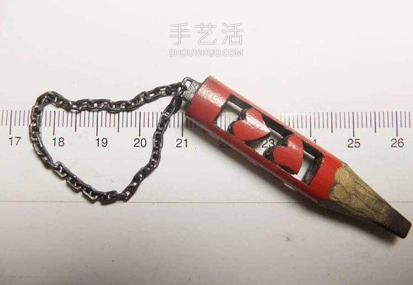 惊人的耐心!用铅笔芯手工雕刻精美链子 -  www.shouyihuo.com