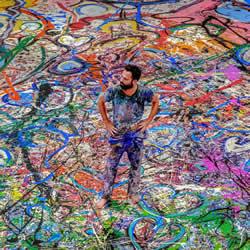 他画出世界上最大画布,为儿童筹集3000万美元