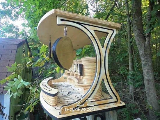 木工为松鼠制作了一个小酒吧,用来分配坚果! -  www.shouyihuo.com