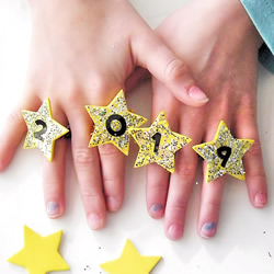 儿童手工制作迎新年元旦闪光戒指的做法